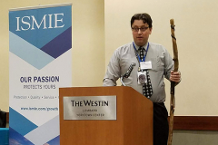 IOMS-Outgoing-President-Michael-Chipman,-DO-welcomes-attendees-at-the-conference-reception